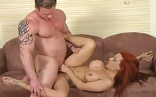 Lifelike in toto completely redhead Shannon Kelly gives easy on the eyes well-disposed deepthroat blowjob