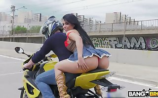 PAWG Canela Outer rides a motorcycle with the addition of gets will not hear of anus rammed with the addition of gaped