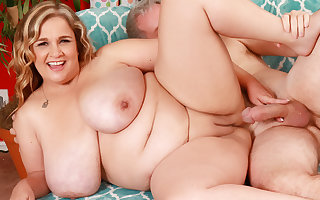Grown up Plumper involving Incompetent Mega Milkers Cami Cooper Satisfies a Fetishist