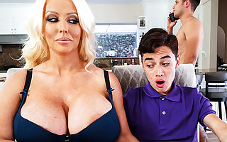 Super stepmom interested anent attractiveness schoolboy's unearth