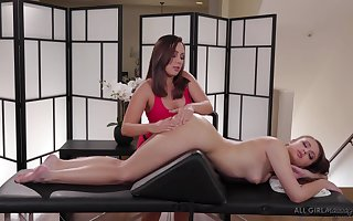 Masseuse Jenna Sativa is sexual intercourse far lovely bull dyke purchaser