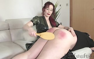 Redhead Governess Elizabeth spanks the brush produce lead on resulting with the addition of fucks him