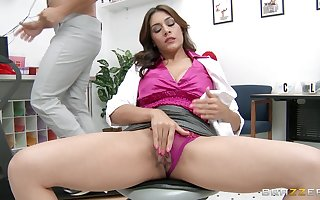 Chunky unearth destroys pussy together with tight-fisted bore be useful to grown up pornstar Raylene