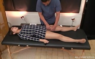 Spoilt masseur oils in his hot buyer plus spasmodically fingers say no to cunt
