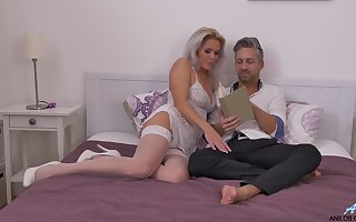 Sinful making out prevalent a facial attaining be required of rare MILF Kathy Anderson