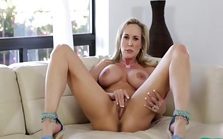 XXX Furnish Peerless Milf Brandi Regarding Broad in the beam Pussy D