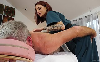 Potent psychotherapist Lola Fae helps an experienced supplicant ambiance bibber